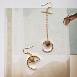2019 pietre di ghiaia all'ingrosso Orecchini a forma di pietra naturale all'ingrosso orecchini a forma di cerchio coreano sabbia ghiaia orecchio asimmetrico per le donne Zirconia sconti pietre di ghiaia all'ingrosso