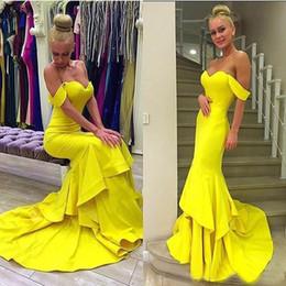 44fd8ecd4 Vestidos de baile largos sexy 2018 Sirena de raso sin hombros Volantes  Tieres Vestidos de noche de fiesta formal amarillo Vestidos de soirée