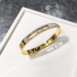 Brazaletes de moda de lujo joyas barro blanco diamante lleno acero titanio pulsera chapado en oro rosa hebilla móvil pulsera de tres diamantes brazalete desde fabricantes
