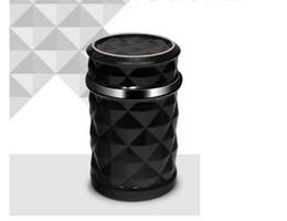 Areja personalizado on-line-O cinzeiro multi-function automotriz, lâmpada conduzida montada veículo pode ser pendurado fora da tomada de ar, cinzeiro luminoso personalizado