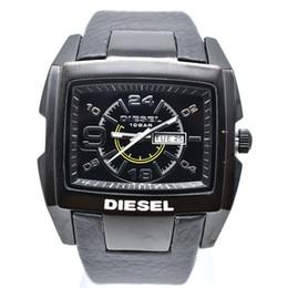 690b1302e1a9 Nuevo Gran dial DZ relojes hombres militar marca de lujo relojes de cuarzo  reloj de moda de cuero negro resistente al agua relogio masculino