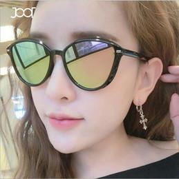 506be5b9c2e7c Moda feminina Cat Eye Sunglasses 2018 verão marca Designer PC Frame UV 400  óculos de proteção ao ar livre turismo óculos de sol com caixa preta