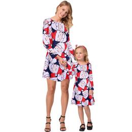 Línea de vestir madre hijo online-Navidad Madre e hija Dibujos animados Muñeco de nieve Mini vestidos Vestidos Niño encantador Impresión Casual Vestido de línea