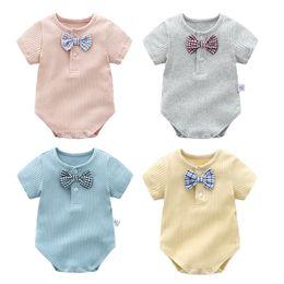 mameluco infantil de la pajarita Rebajas 2018 Summer Baby boy body knit Infants Knit romper con Gentil Plaid Pajarita 100% algodón Ropa boutique de manga corta