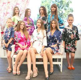 Boda caliente del vestido de la noche online-Venta caliente de satén de seda novia de la boda traje de dama de honor corto Kimono túnica de noche Floral albornoz bata Femme vestido de moda para las mujeres