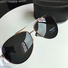 2018 modelos de maré simples moda mais recentes óculos polarizados dos  homens avançada chapeamento de armação de metal polarizada lente de alta  definição ... a66bb71365