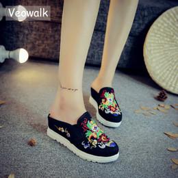 2019 китайская обувь для обуви Veowalk Китайский тотем вышивки Женские повседневные холсты клин тапочки Medium Hidden Slip-on Comfort Platform Slides Shoes скидка китайская обувь для обуви