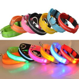 2019 scoppio di collari di cane che barking LED collare di sicurezza design Nylon Night Light Collana per cane Gatto incandescente nel buio lampeggiante Pet Decor fluorescente luminoso