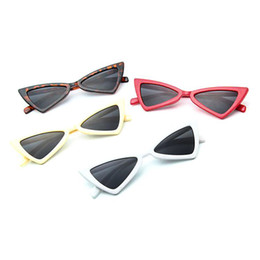 Wholesale polarized sunglasse - Wholesale classic plastic sunglasses retro vintage cat shape sunglasse for women men adults multi colors