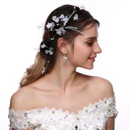 Corona di capelli bianchi online-M MISM Womens White Flowers With Leaves Perla Accessori per capelli Accessori per capelli Wedding Wreath Princess Ladies Garland Bride Headwear