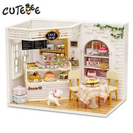 große plastikpuppen Rabatt Puppenhaus Möbel Diy Miniatur Staubschutz 3D Holz Miniaturas Puppenhaus Spielzeug für Kinder Geburtstagsgeschenke Kuchen Tagebuch H14