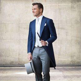 Yeni Sabah Stil Bir Düğme Lacivert Damat Smokin Tepe Yaka Sağdıç Mens Düğün İş Balo Suits (Ceket + Pantolon + Yelek + Kravat) 342 cheap navy blue morning suit wedding nereden lacivertli sabah kıyafeti düğün tedarikçiler