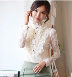 2019 blusas victorianas Laço vitoriano Floral babados alto pescoço mangas compridas Blusa Frilly Top. camisa do steampunk blusas victorianas barato