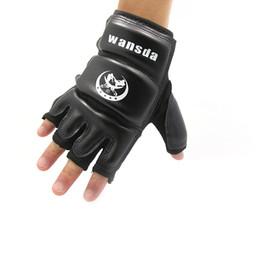 Оборудование черного ящика онлайн-Новый удар боксерские перчатки ММА перчатки Муай Тай тренировочные перчатки ММА боксер бой боксер оборудование половина рукавицы искусственная кожа черный