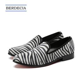 Argentina 2018 estilo británico cebra raya hombres holgazanes moda casual hombres pisos zapatos Slip on Party Shoes más zapatos de tamaño 38-47 supplier zebra stripe flat shoes Suministro