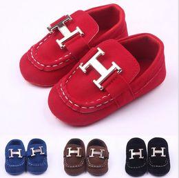 Baby crib shoes on-line-Bebê Meninos Meninas Sapatos Berço Único Sola Infantil Anti-slip Sapatos Criança Sneakers Bebê Sapatos Casuais