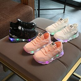 Wholesale flash soft - Flashing Light Sports Shoes for Children Casual Boys Girls Shoes Running Shoes Soft Non-slip Designer Sneakers for Baby
