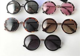 a928dafcdcc 2018 Vintage Round Frame Sunglasses Lady Fashion Design Sunglass Retro Big  Frame Shades Sunglasses Classic Female Hipster Sun Glass With Box