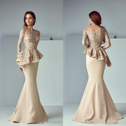 vestiti di kobeisy sapone Sconti Elegante pizzo champagne Peplum lunghi abiti da sera in raso 2019 Sheer maniche lunghe Dubai arabo Mermaid Prom Dress Saiid Kobeisy