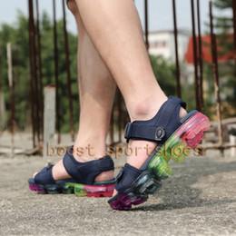 2018 chaussures femmes mode rose Nouveau mélange Classics pantoufles de mode hommes femmes noir rose blanc boucle sangle crochet boucle sandales chaussures décontractées size36-45 promotion chaussures femmes mode rose