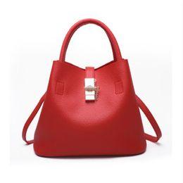 Conception célèbre mode pure couleur serrure ouverture sac bonbons femmes sacs en cuir PU enveloppe vintage enveloppe oblique sacs ? partir de fabricateur