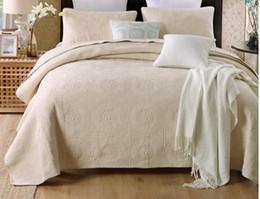 Baumwoll-blumen-bettdecke online-BEIGE weiß Luxury Stickerei American Cotton Quilts Quilts 3pcs King Size Waterwash Sommer Floral Bettdecke Quilt Kissenbezug Set Bedcover