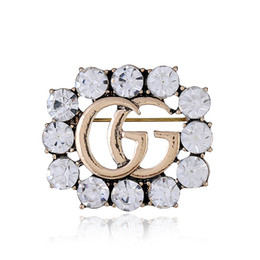 Wholesale wholesale anniversary gifts - Elegant Crystal GG Pin Brooch Designer Brooches Badge Metal Enamel Pin Broche Women Luxury Jewelry Wedding Centerpiece Party Decoration