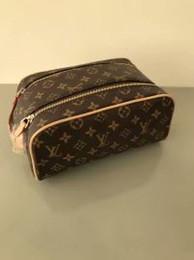 2019 bolsas de cosméticos amarillas casos Nueva llegada de las mujeres que viajan bolsa de aseo de moda diseño de las mujeres bolsa de lavado gran capacidad bolsas de cosméticos bolsa de artículos de tocador de maquillaje bolsa de viaje bolsas 886