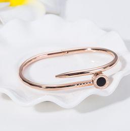 Braçadeira numeral romano on-line-Prego de aço inoxidável pulseira rosa banhado a ouro algarismos romanos cuff moda pulseira de titânio de alta qualidade para as mulheres