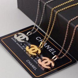 Canada Colliers de marque de luxe pour femmes Mode Titane Creux En Acier Pendentif Collier Designer Marque Couple Collier Offre