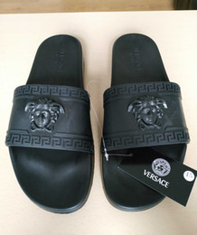 Wholesale winter plush slippers - 2018 hot Medusa sale brand Men Beach Slide designer Sandals Scuffs Outdoor Slippers Mens black Fashion slip-on designer sandals us size 7-1