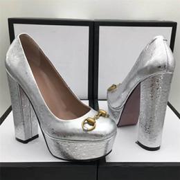 2018 Chunky À Talons Hauts Femmes Pompes En Cuir Véritable Sexy Plate-Forme Piste Rue Rue Parti Chaussures De Luxe Designer De Mode Chaîne Talons P811 ? partir de fabricateur