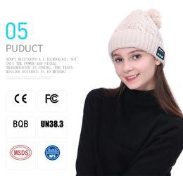 cráneos de auriculares Rebajas Diseñador de moda Cable de punto Bluetooth Pom Beanies para adultos Mens Womens Auriculares inalámbricos Skull Rib Caps Bluetooth Altavoz Winter Hat