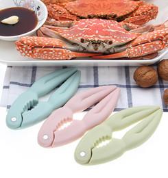 100 teile / los Küche Handwerk Meeresfrüchte Cracker Kunststoff Krabben Hummer Cracker Meeresfrüchte Werkzeuge Walnuss Clip Nussknacker von Fabrikanten