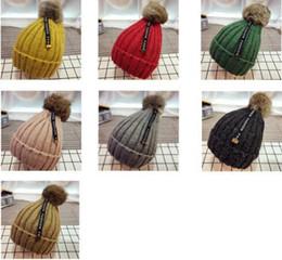 2019 tampões da bola do natal 2018 chapéu de inverno crianças de crochê chapéu de natal cabeça quente Coelho bola de cabelo de malha cap 32 tampões da bola do natal barato