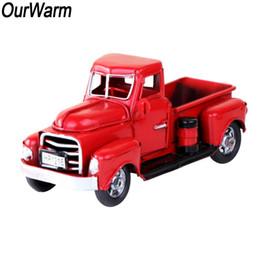 caminhões de brinquedo vermelho Desconto OurWarm Brinquedos de Ano Novo Do Vintage Caminhão De Metal Vermelho Crianças Presentes de Férias Ornamento Mesa De Madeira Rústica Decoração de Natal para Casa Y18102909