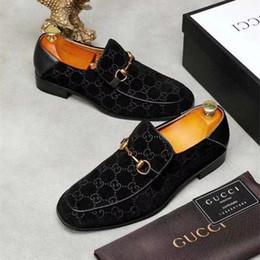 s m мужчина Скидка 2018 дизайнер бренд мужской случайные квартиры обуви воловья кожа скольжения на Mocassin металлическая кнопка мужской костюм обуви Zapatillas 38-45