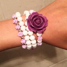 armbänder weiße blume Rabatt Boho Frauen Elastische Armbänder Set Schmuck Weiß Matt Perlen Mit Lila Coral Rose Charm Woven Blume Armband