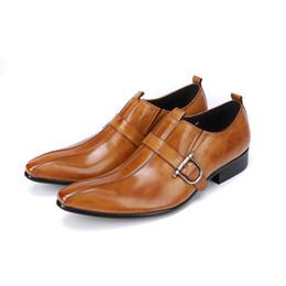 Scarpe a forma di tacco basso online-Classico punta a punta blocco tacco basso uomo affari scarpe formali slip on mocassini fibbia scarpe vestito in vera pelle prom oxford
