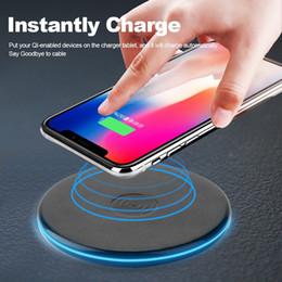 2019 stand rembourré en ipad Qi Fast Chargeur rapide Support de charge sans fil pour iPad X 8 Plus Appareils Samsung Galaxy S7 / S8 / S6 compatibles Qi promotion stand rembourré en ipad