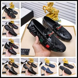 Zapatos de boda clásicos para hombres online-Top luxury 2019 nuevos zapatos de vestir de diseñador para hombre Cuero genuino Metal snap Peas Zapatos de boda Moda clásica Zapatos para hombre Mocasines