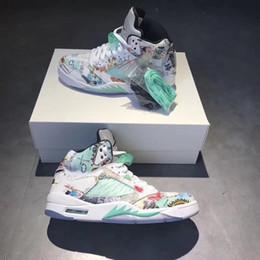 Zapatos para hombre alas online-5 Wings 2018 the Newest Release 5s Hombres Zapatillas de baloncesto Hombre 3M Graffiti Entrenadores deportivos Mujeres Zapatillas deportivas AV2405-900 Zapato de diseñador