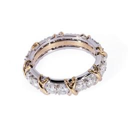 Сплошные полосы белого золота онлайн-TransGems 1.6 CTW Carat Lab Выросла муассанитовая алмазная полоса вечности Solid 14K желтое и белое золото обручальное юбилейное кольцо S923