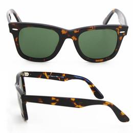 Gafas de sol de la marca clásica 2pcs para las mujeres Marco del estilo de la tortuga del ángulo de Europa del estilo UV400 gafas de sol del diseñador de la lente del verde 50m m con la caja desde fabricantes