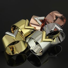hand armband liebe stil Rabatt Hot Titan Stahl Liebe Armband V-förmigen ultra breiten Punk-Stil Armband 18K Gold Männer und Frauen Armbänder Hand Breite - schmale Version