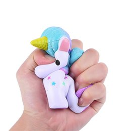 Barcos interesantes online-Pegasus Squishy Levantamiento Lento Mucho Cómodo Pu Torta Squishies Squishies Interesante Unicornio Diseño Vent Toys Envío Gratis 15 9ng Z