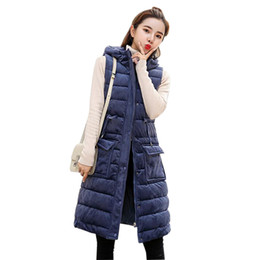 Chaleco parka largo online-2018 chaleco de terciopelo de oro de invierno mujeres estilo coreano chaqueta caliente mujeres parka largo chaleco de algodón con capucha sin mangas acolchado chalecos