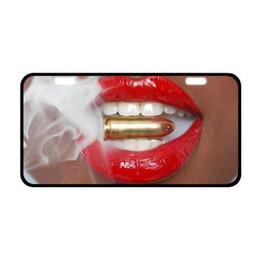 Canada Le rouge et les lèvres rouges de mode de titulaires de plaque d'immatriculation vigoureux et pour la plaque avant décorative de voitures Offre