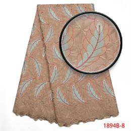 Belas cores Africano rendas tecidos de Moda Africano Swiss voile rendas de alta qualidade na Suíça para o vestido de casamento AMY1894B-2 de Fornecedores de vestido de tule de glitter dourado