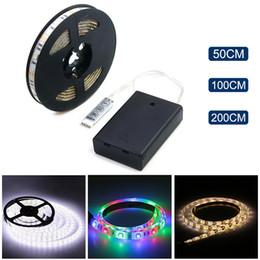 Luces de cadena frescas online-Tira de LED con pilas 3528 SMD 50 CM 1M 2M Luz blanca cálida / blanca / fría RGB a prueba de agua con luz LED